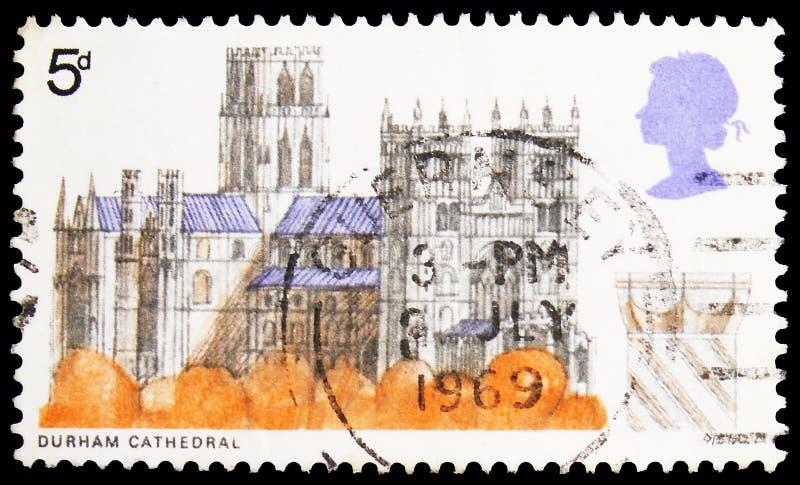 In het Verenigd Koninkrijk gedrukt postzegel toont Durham Cathedral, serie, circa 1969 stock foto