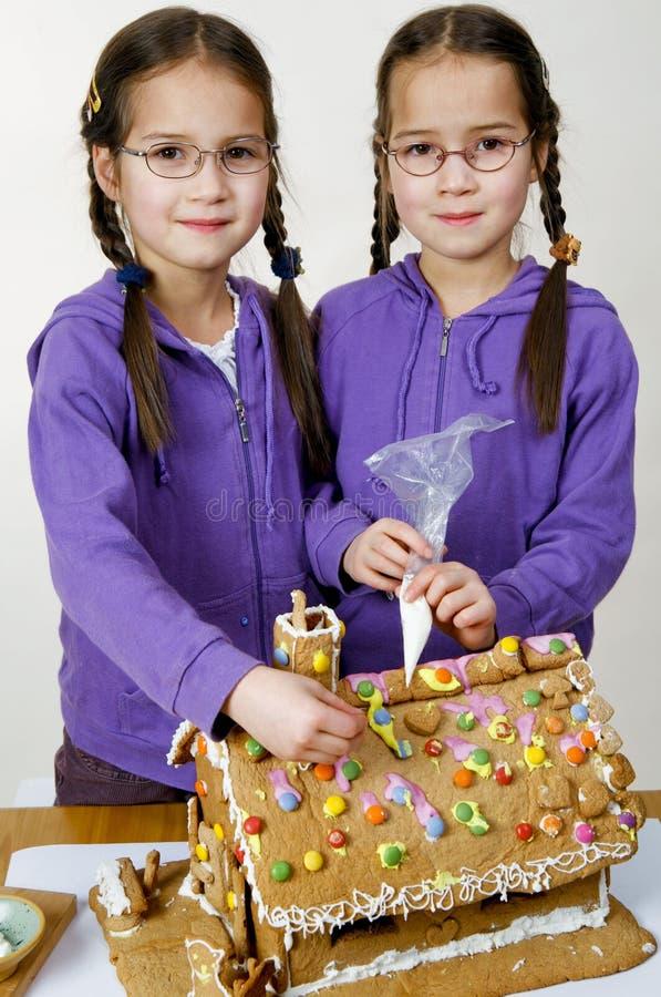 Het verfraaien van tweelingen royalty-vrije stock foto's