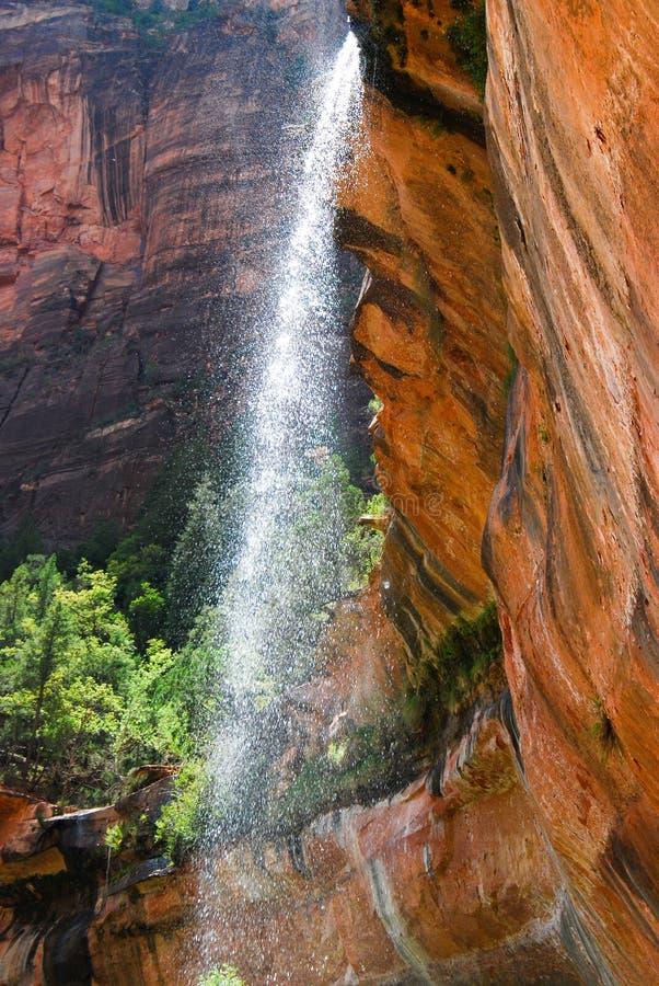 Het verfrissen van natuurlijke de lenteswaterval op de Landende sleep van de Engel MT Zion, Nationaal Utah royalty-vrije stock foto's