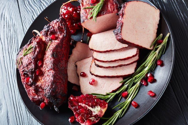 Het verglaasde gerookte haasbiefstuk van het barbecuevarkensvlees, hoogste mening royalty-vrije stock afbeeldingen