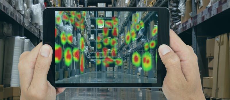 Het vergrote en virtuele futuristische concept van de werkelijkheidstechnologie, vergroot Detailhandelaarsgebruik combineert virt royalty-vrije stock afbeelding
