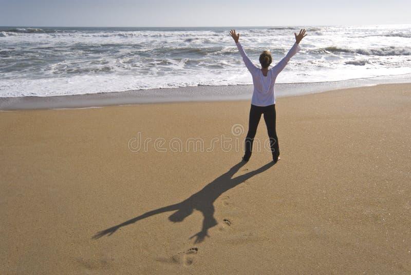 Het verheugen zich bij strand stock fotografie