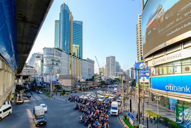 Het verkeer van Bangkok in avond stock fotografie