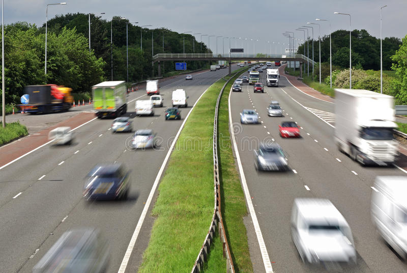 Het verkeer van de autosnelweg stock afbeeldingen