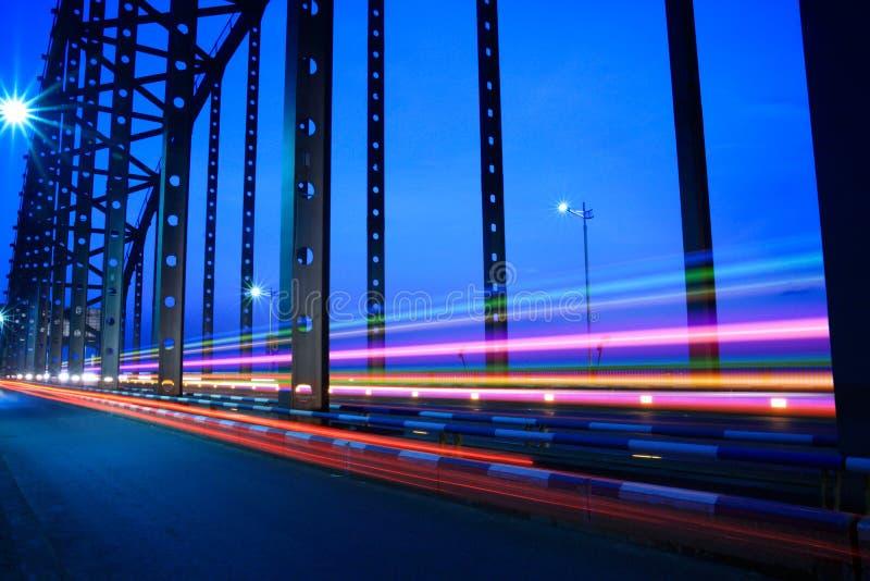 Het verkeer van de brug bij nacht royalty-vrije stock fotografie