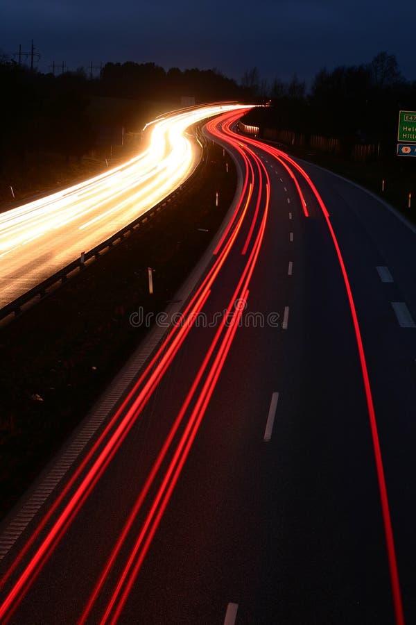 Het verkeer van de nacht stock foto