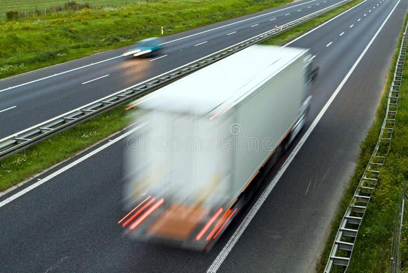 Het verkeer van de weg, vrachtwagen op weg royalty-vrije stock foto
