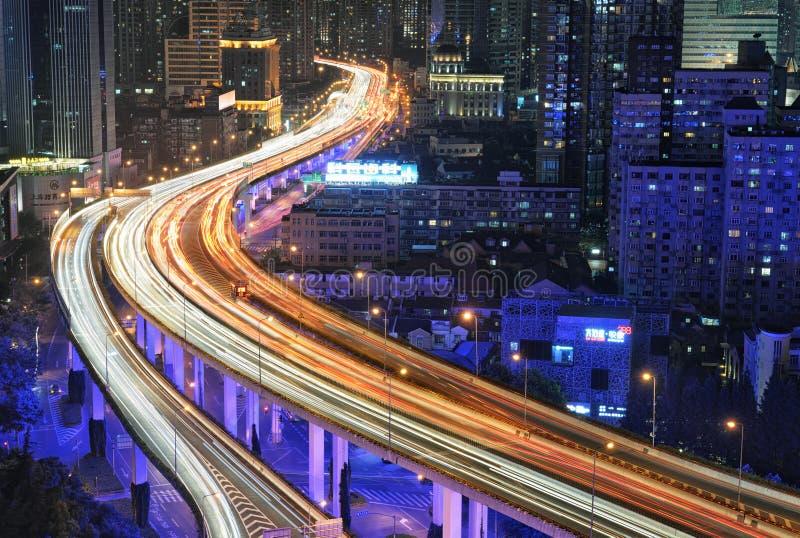Het Verkeer van Shanghai bij Nacht stock foto