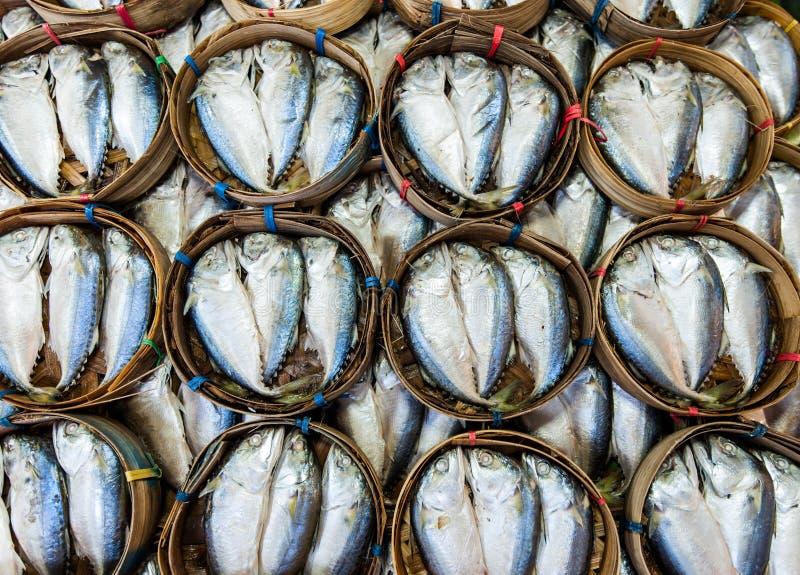 Download Het Verkopen Van De Makreel Op Mand Stock Afbeelding - Afbeelding bestaande uit calcium, oosters: 29506929