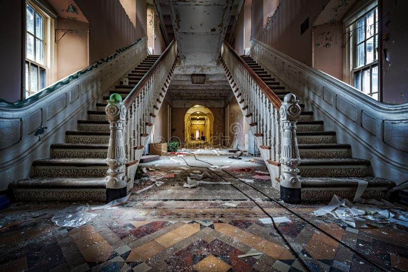 Het verlaten Psychiatrische Ziekenhuis stock afbeeldingen