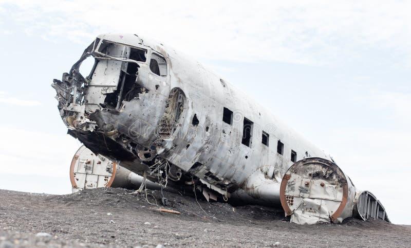 Het verlaten wrak van een militair vliegtuig van de V.S. op Zuidelijk IJsland stock foto