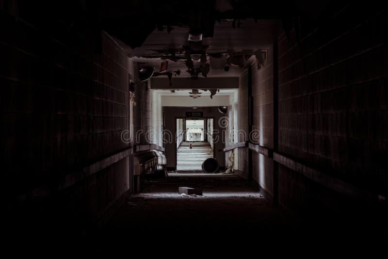 Het verlaten Ziekenhuis - Brecksville-Veteranenbeleid - Ohio royalty-vrije stock foto