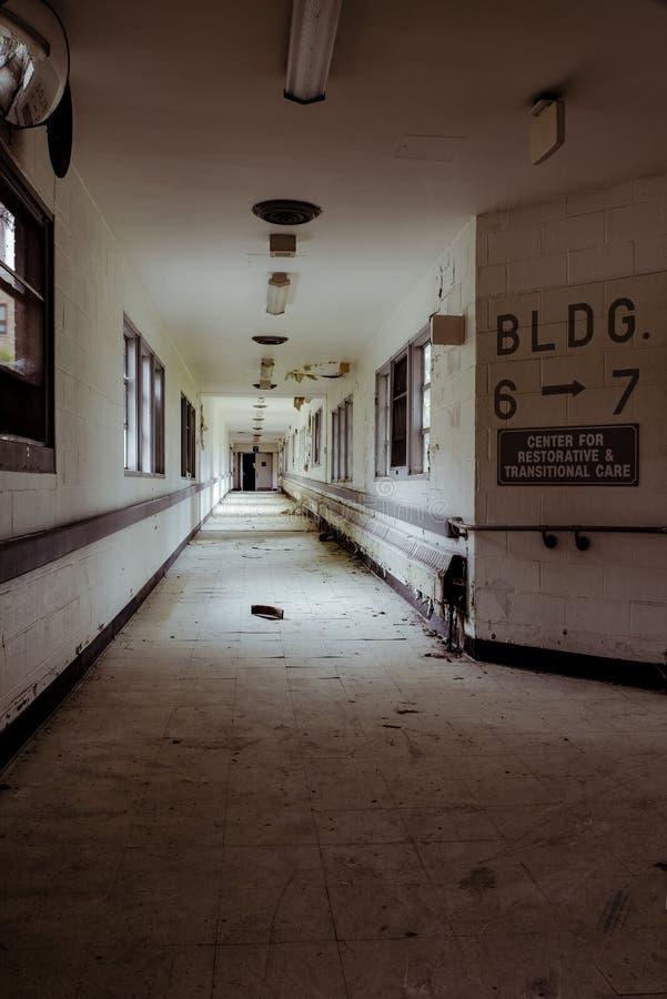 Het verlaten Ziekenhuis - Brecksville-Veteranenbeleid - Ohio royalty-vrije stock afbeelding