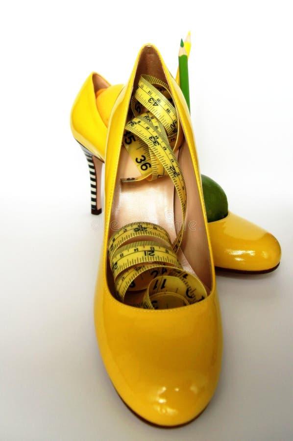 Het verlies van het gewicht Metend band rond citroenen wordt verpakt die stock afbeeldingen