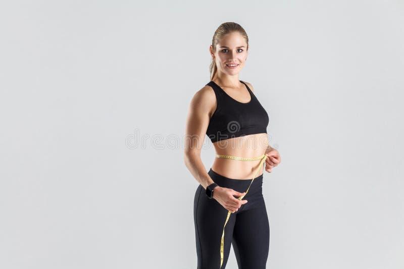 Het verliesconcept van het gewicht Ideaal cijfer en maag stock foto's
