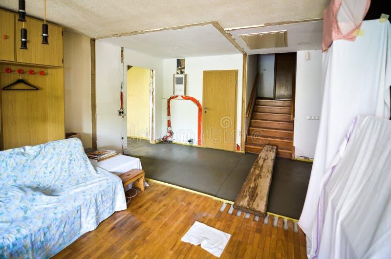 Het vernieuwen van en het herbouwen van binnenland van huishuis of flat stock fotografie