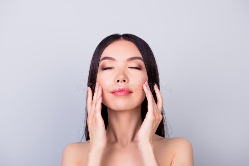 Het verouderen, acne, pukkel, rimpels, olieachtig, droog huidconcept Sluit omhoog royalty-vrije stock foto