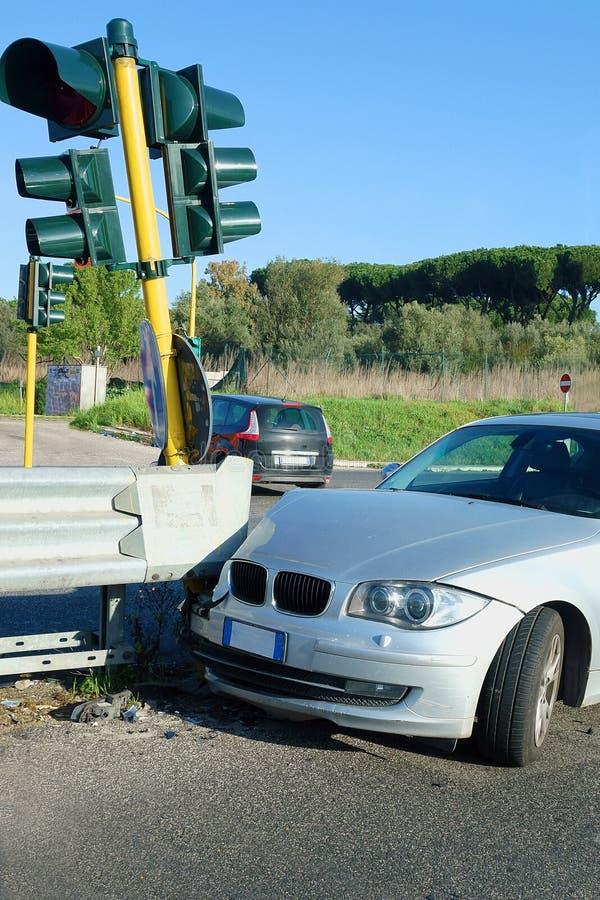 Het Verpletterde Verkeerslicht van de ongevallenbotsing Auto royalty-vrije stock fotografie
