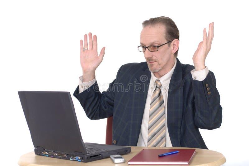 Het verraste kijken Zakenman die aan laptop werkt royalty-vrije stock fotografie