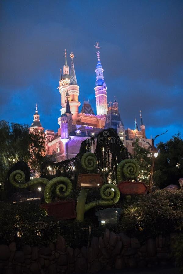 Het Verrukte Verhalenboekkasteel in Shanghai Disneyland, China stock foto