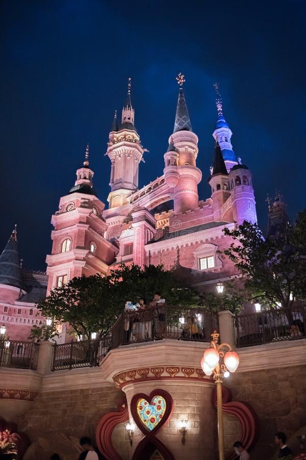 Het Verrukte Verhalenboekkasteel in Shanghai Disneyland, China stock afbeeldingen