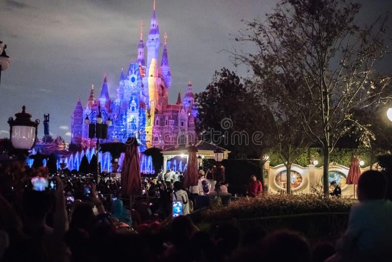 Het Verrukte Verhalenboekkasteel in Shanghai Disneyland, China stock afbeelding