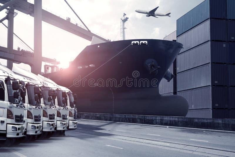 Het verschepen en logistiek de vervoersindustrie royalty-vrije stock afbeelding