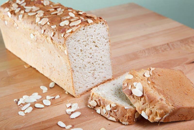 Het verse gebakken brood van de gluten vrije amandel royalty-vrije stock afbeeldingen