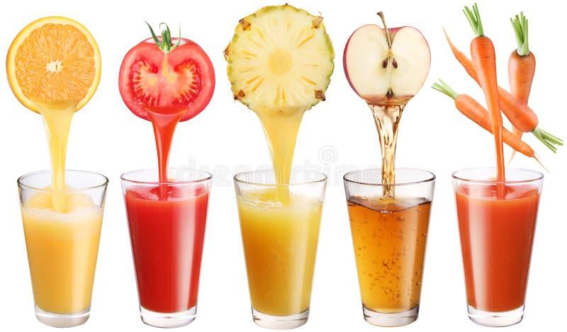 Het verse sap giet van vruchten en groenten stock afbeelding