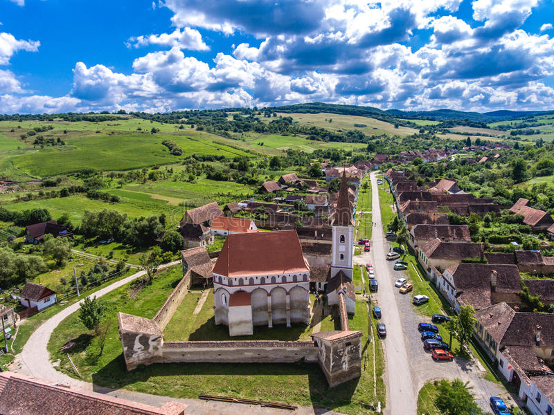 Het versterkte Traditionele Saksische dorp van kerkcloasterf royalty-vrije stock afbeelding