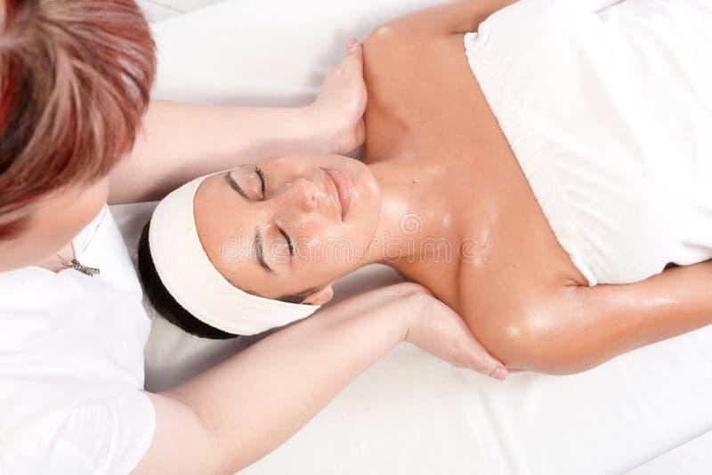 Het vertroetelen van massage in schoonheidszaal royalty-vrije stock fotografie