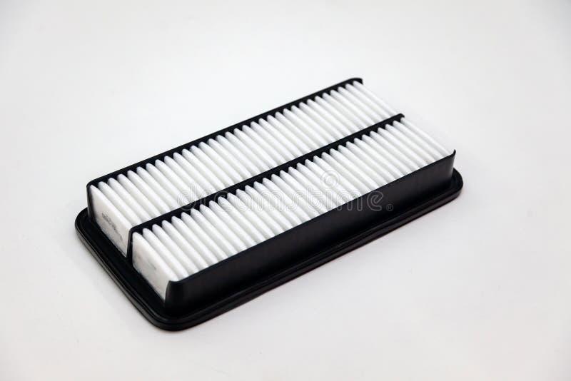 Het vervangstuk voor de filter van de motor van een autolucht voor het schoonmaken van stof en vuil op een wit isoleerde achtergr royalty-vrije stock fotografie