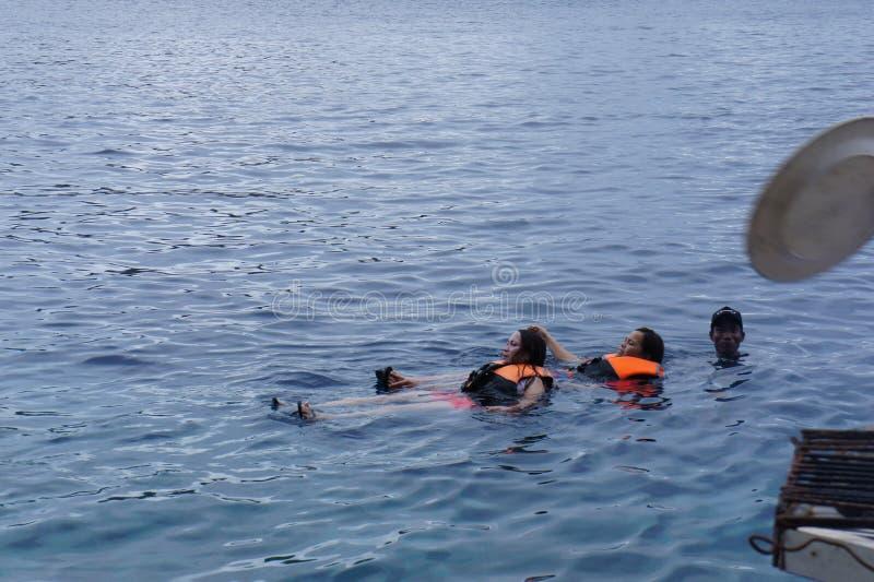 Het vervoer kan geen toeristen zwemmen stock afbeelding