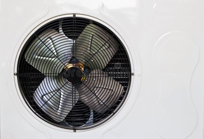Het verwarmen en AC eenheid in woonhuis wordt gebruikt dat stock afbeeldingen