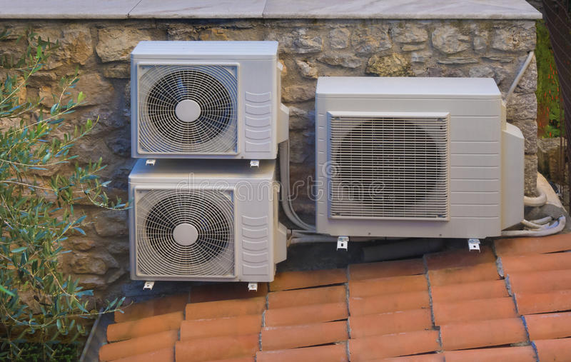 Het verwarmen en airconditioningsomschakelaarswarmtepomp stock foto's