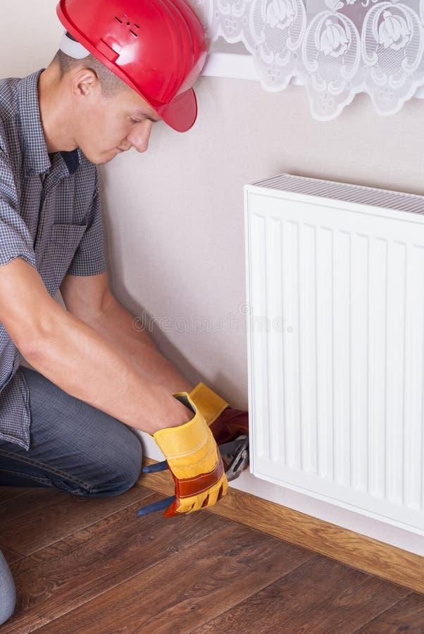 Het verwarmen radiatorinstallatie stock fotografie