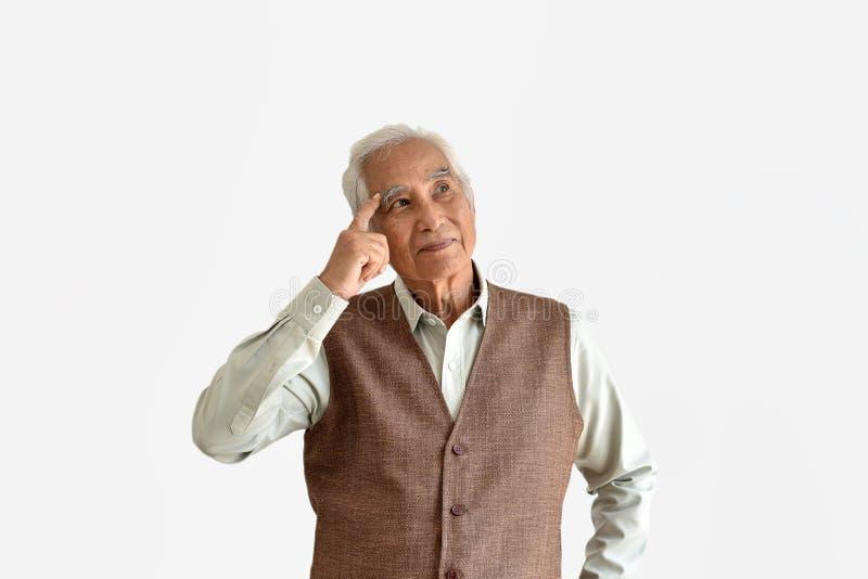 Het verwarren en vergeetachtige bejaarde Aziatische mens met het denken gebaar, de ziekte van Alzheimer stock afbeelding