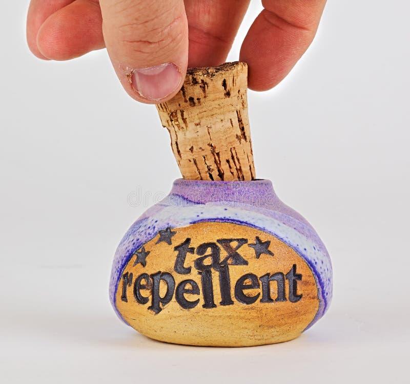 Het verwijderen van cork aan fles van belastingsafweermiddel