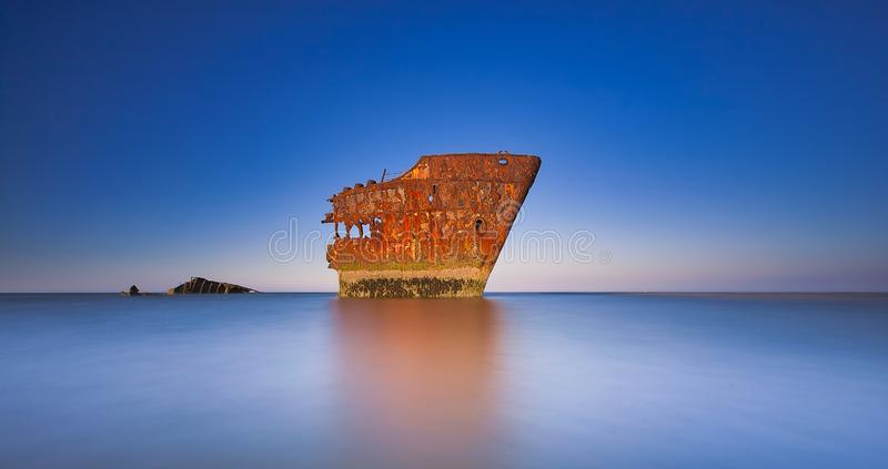 Het verwoeste schip, de schipbreuk van Baltray, stock foto's