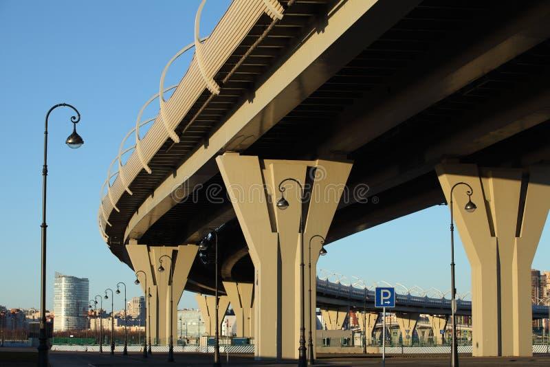 Het viaduct van de wegbrug stock afbeeldingen