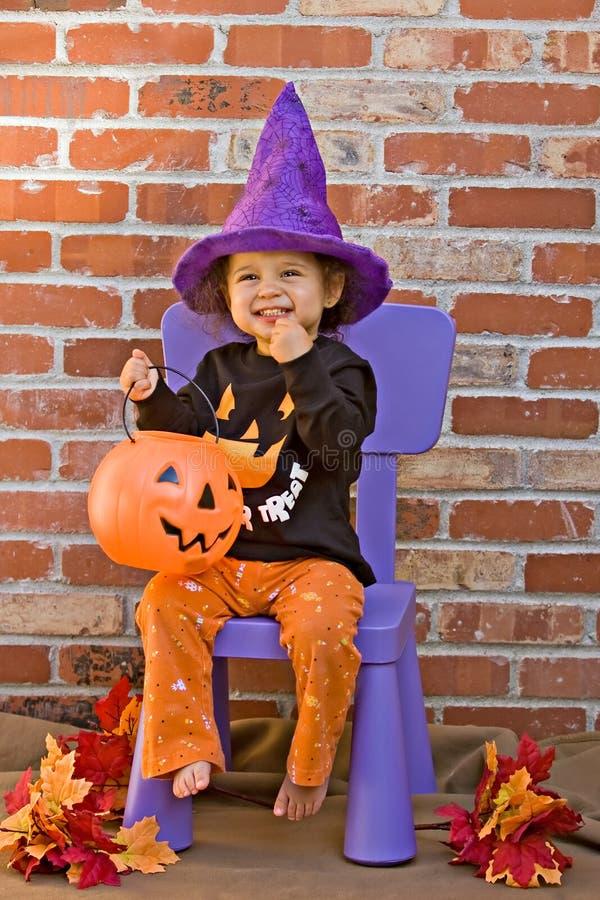 Het vieren Halloween royalty-vrije stock afbeeldingen