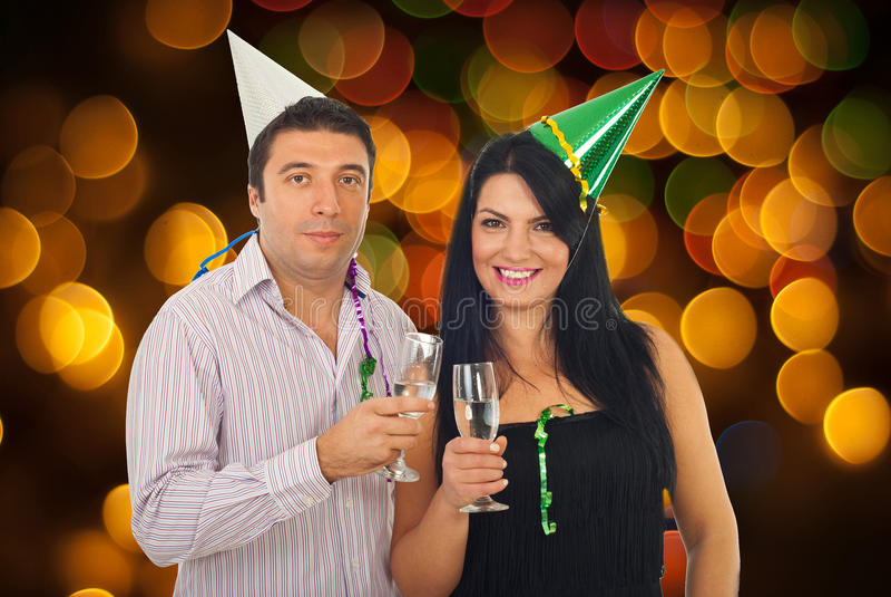 Het vieren van het paar Oudejaarsavond stock fotografie