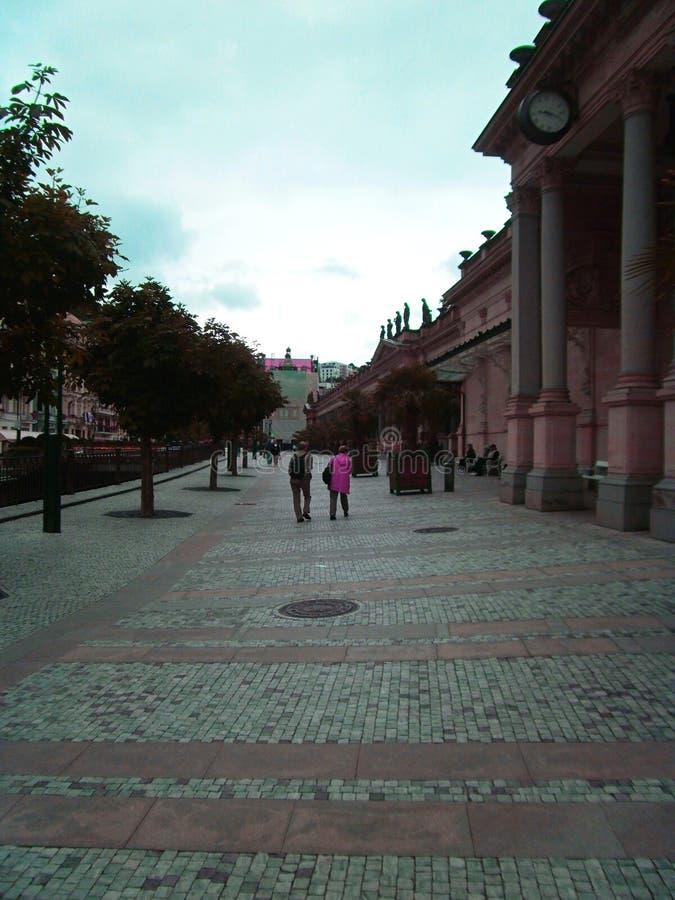 Het vierkant in Karlovy varieert stock foto
