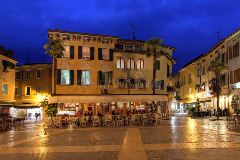 Het Vierkant van Carducci in Sirmione, Italië royalty-vrije stock foto's