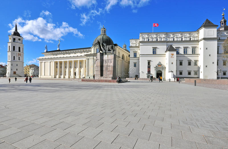 Het vierkant van de kathedraal van Vilnius stock foto