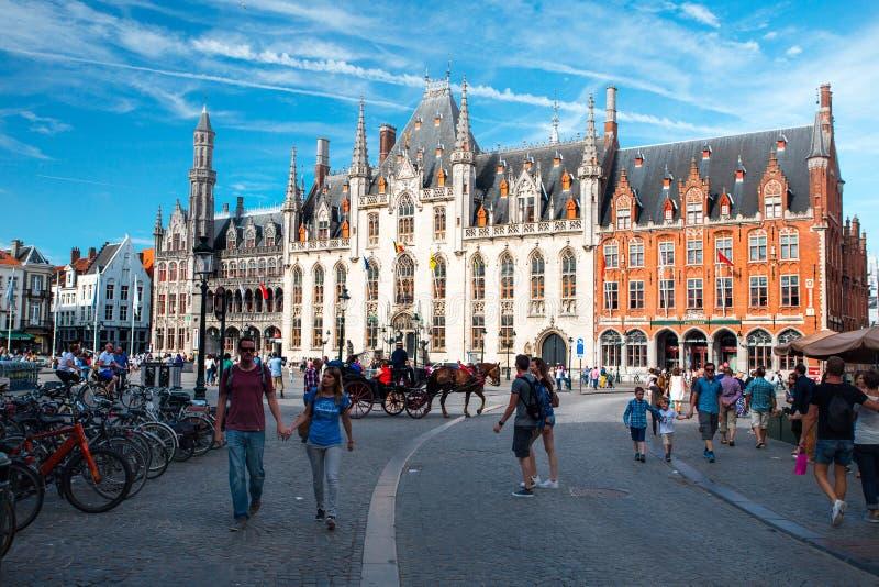 Het Vierkant van de markt in Brugge stock foto