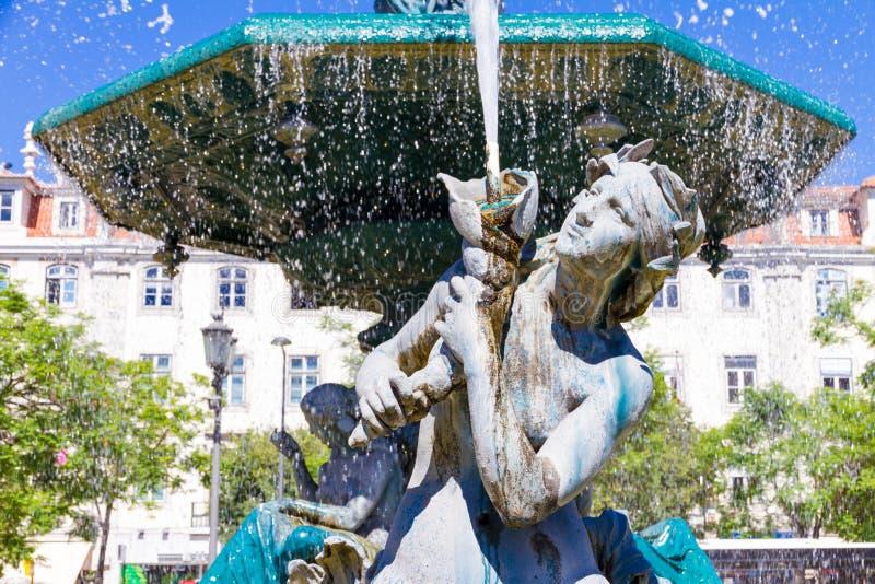 Het Vierkant van fonteinrossio in Lissabon, in Portugal royalty-vrije stock afbeelding