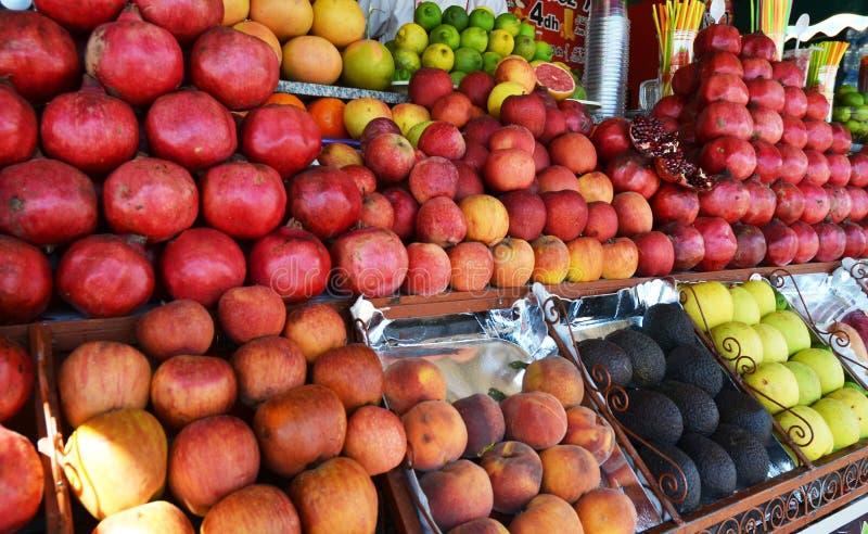Het Vierkant van fruitjuice stall at jemaa el-fna stock afbeeldingen