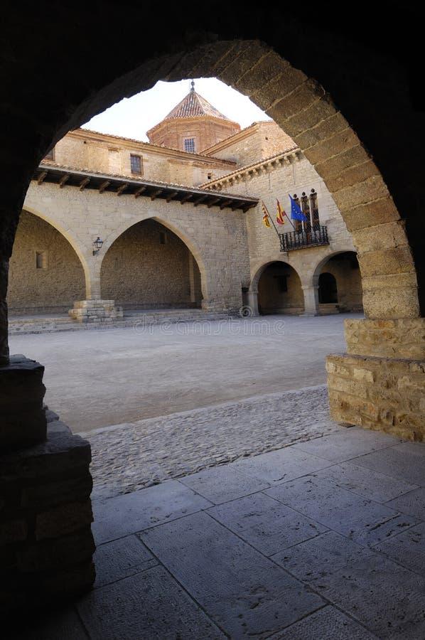 Het vierkant van Gr Cristo Rey, Cantavieja, Maestrazgo, Teruel provincie, Aragon, Spanje stock fotografie