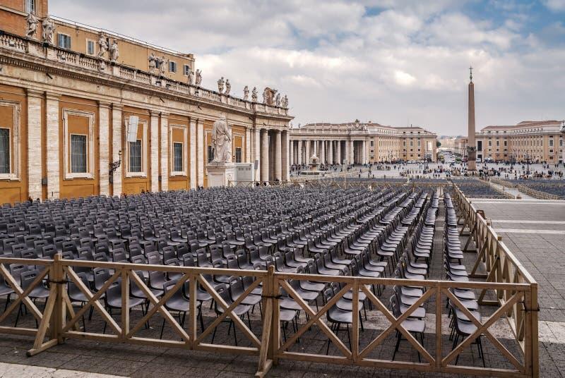 Het vierkant van heilige peter ` s in Rome stock foto